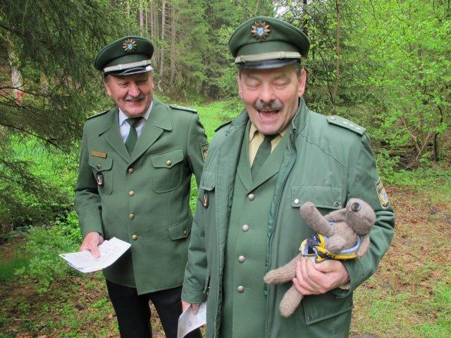 Hund Xaver braucht auf seiner Schmusetour durch den Frankenwald ein Visum 1