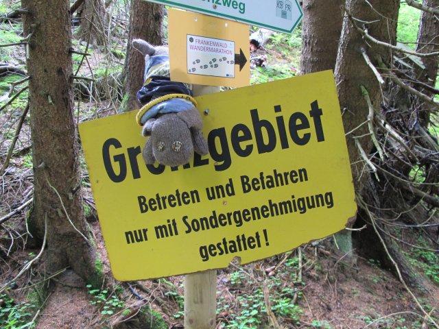 Hund Xaver braucht auf seiner Schmusetour durch den Frankenwald ein Visum 2